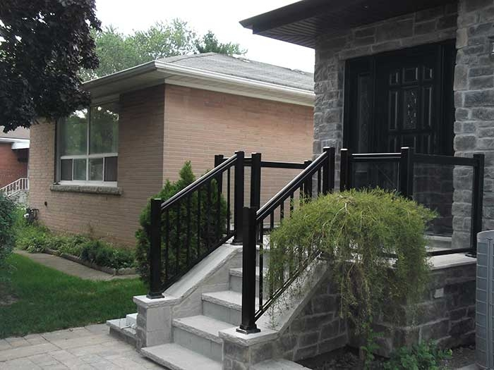 Aluminum-Glass-Railing-Installation-in-private-house--in-New-Market by aluminumwindowstoronto.ca
